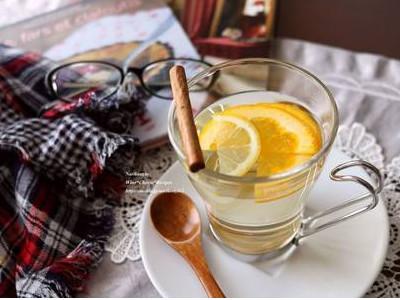 ホットワインは白ワインでも作れます。温めることで飲みやすアップ